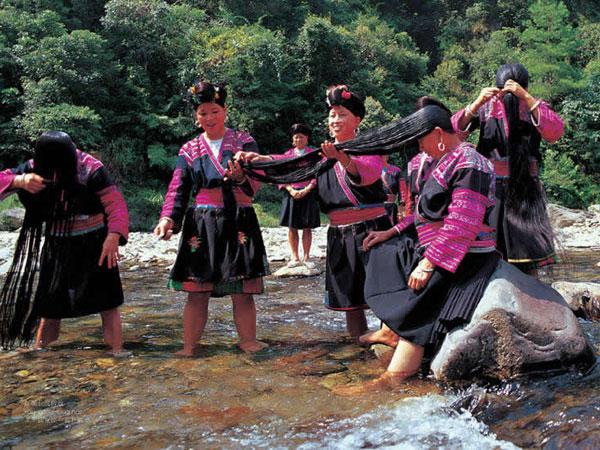 https://it.topchinatravel.com/pic/citta/guilin/attractions/huangluo-yao-village-02.jpg