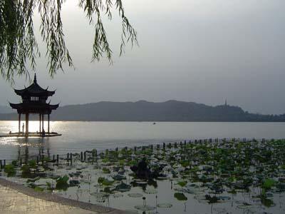 https://it.topchinatravel.com/pic/citta/hangzhou/attractions/mid-lake-pavilion-01.jpg